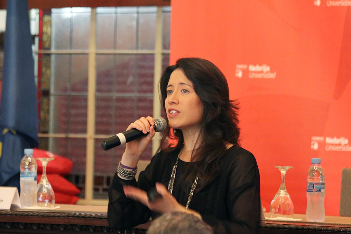 Stephanie Lim, del departamento de Programas Internacionales