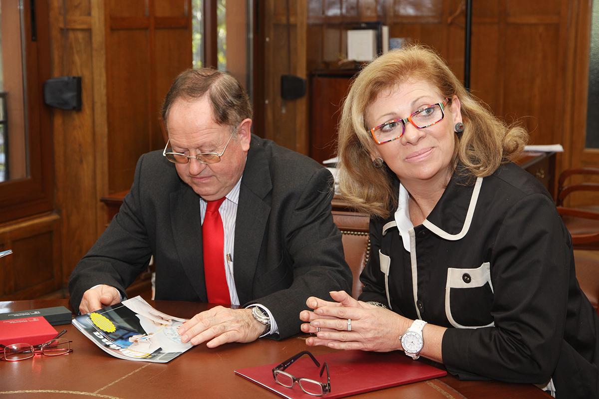 Sara Gasco, secretaria de presidencia del Colegio de Enfermería de Madrid, y Carlos Calleja, director del Centro Universitario de Ciencias de la Salud San Rafael-Nebrija.