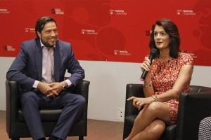 Marta Perlado, decana de la Facultad de Ciencias de la Comunicación, y Erik Haggblom, CEO de Carat España