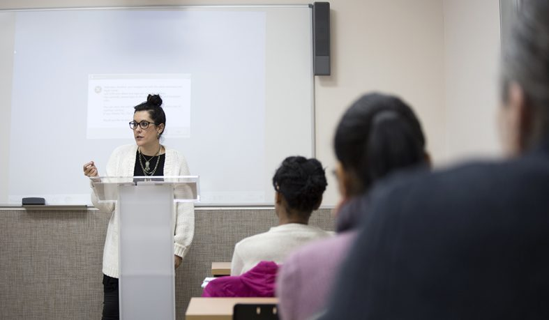 Irene G Punto, poeta, periodista y profesora de Escritura Creativa, impartió una masterclass con motivo del XIII Certamen Literario de Relato Breve Alonso Zamora Vicente.