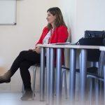 La profesora Diana Angoso, directora del Máster en Mercado del Arte, durante el encuentro con Alfonso de la Torre