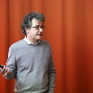 Franz Graf imparte una conferencia sobre la conservación del patrimonio moderno
