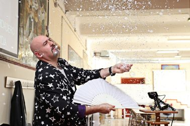 El mago Álvaro Conde impartió un taller en la Universidad Nebrija sobre ciencia, ilusionismo y pedagogía