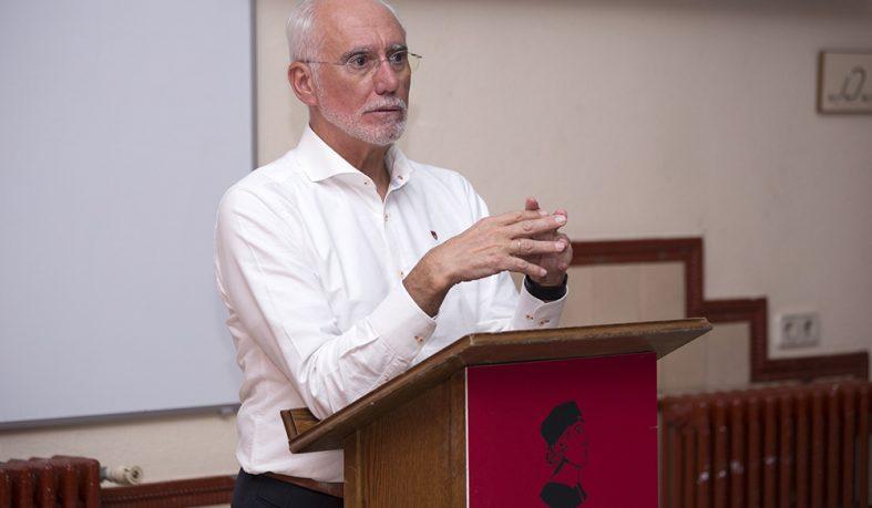 César Caicoya