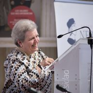La Universidad rinde homenaje a la profesora Mª José Garbayo
